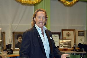 Björn Ranelid underhöll med sina anekdoter och stora kunnande.