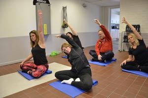 Yoga. Ett litet yogapass ingick också med yogaläraren Maria Jensen.