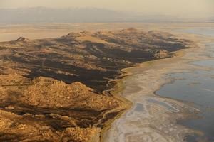 Innan växterna erövrade land måste jordens kontinenter ha tett sig egendomligt ödsliga och ofruktbara. Bilden tagen vid Stora saltsjön i Utah, USA.    Trent Nelson/APTT
