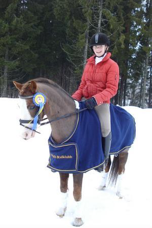 Amanda Frestadius och hennes B-ponny Davidoff vann sin första regionala lätt A.Foto: Sanna Runesson