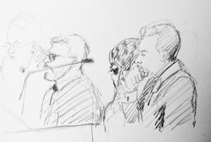 På rättegångens första dag dolde den utsatta kvinnan sitta ansikte bakom mörka glasögon och en stor sjal. Arkivbild.