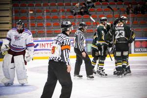 Jubel till slut. Efter Joel Åkessons 3–2-mål orkade inte Kovland ställa till mer elände för ett dagsblekt ÖIK.