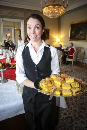 Underbart goda kakor bakade av husfrun, Therese Isacsson, som fixat allt det goda åt Britt Bohlin och hennes gäster.