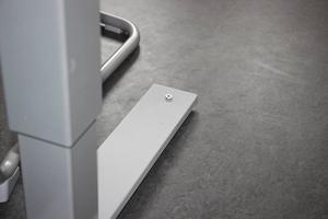 I det nya högriskrummet är borden fastskruvade i golvet.