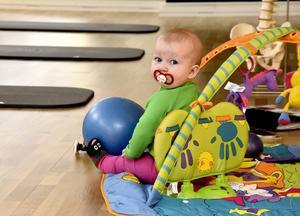 På Johannas kurser får bebisar följa med, vilket underlättar mycket för den målgrupp hon vänder sig till.