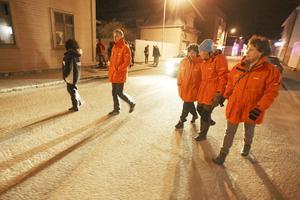 Rosmarie Wigårde från socialtjänsten, Victor Ericsson, Eva Roslund, Bodil Jonsson och Eva-Britt Boij, några av de som nattvandrade i Sveg på Valborg.