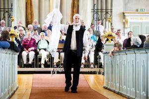 Bjästaprästen Lennart Kempe har gått i pension, och Örnsköldsviks Allehanda skrev en helt okritisk hyllningsartikel om honom, trots att han för inte så länge sedan fick en erinran från stiftet, en allvarlig reprimand.