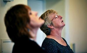 Det gäller att hitta balansen med andning för Ewa Eriksson och Carin Lindbäck.