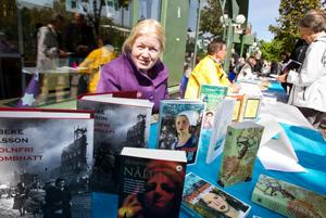 Vibeke Olsson Falk har skrivit 21 böcker. I Söderhamn visade upp hon sina historiska romaner.