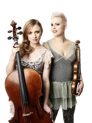Beata Söderberg och Jeanette Eriksson öppnar Klubb Sam-våren i kväll tillsammans med Emilia Lajunen.