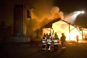 Förlorar jobbeN? Räddningstjänsten i Norduppland måste spara 1,7 miljoner kronor. Det kan drabba brandmännen eftersom man vill ha heltidsbrandmän på dagtid och täcka upp med deltidare på natten.