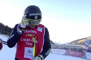 Andersson visade att han tänker på Anna Holmlund efter målgången i den