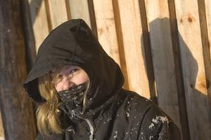 Emma Kjellner tog en paus i vindskyddet, och fick en skaplig dos av solljus.