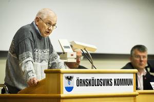 Förre kommunrevisorn Ingvar Byström vill att förvaltningsrätten laglighetsprövar, som det heter, kommunstyrelsens beslut om skolgång för EU-migranter.