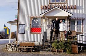 Sedan slutet av september drivs butiken i Borgvattnet av familjen van Munster. Thijs och Edward är redan på plats och de andra i familjen kommer efter.