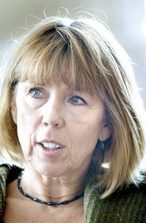 Avslöjad. Barbro Holmberg ljög, hon borde inte få sitta kvar som landshövding, skriver Jan Sjölund.