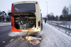 Passagerarna evuerades sedan bussen börjat brinna i motorrummet.