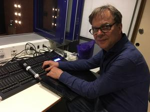 Åke Jonsson har producerat minst 500 musikvideos med barn och ungdomar i Ludvika.