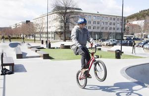 Parken byggdes för skateboard och BMX - trots det får de knappt plats i parken.