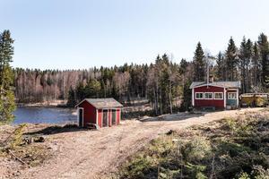 På bekvämt avstånd från Falun denna sommaridyll belägen på insynsskyddad sjötomt.