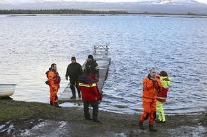 Så här såg det ut för ett år sedan vid Ånnsjön i samband räddningsarbetet förra sommaren.