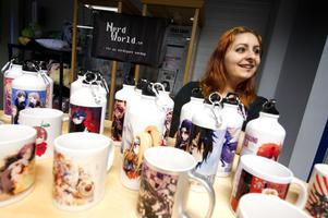 Fatima Kaposztas säljer prylar i butiken Nerd world.