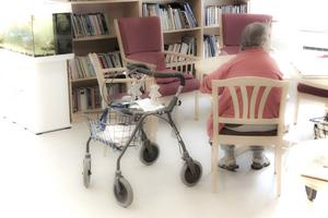 Allt fler blir allt äldre. Det sätter press på landets kommuner.