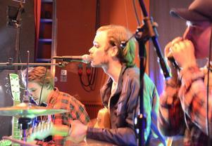 Ung och avskalad blues. Isak Sandvik, Michael Andersson och Christoffer Karlsson i Just Started Rollin.