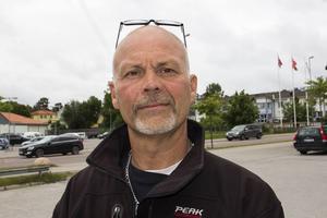 Torleif Jonsson är upprörd över hur han 83-årige far behandlades av sjukvården.