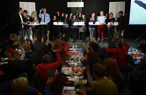 Alla partier var representerade för att delta i drogdebatten.