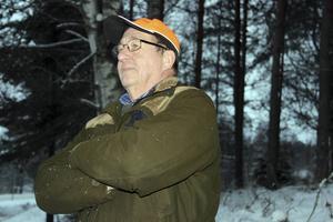 Lars-Åke Johansson, en av 50-60 jägare som samlades i Nyhammar blev aldrig aldrig utlarmad på sin post eftersom vargen som sköts befann sig i södra delen av Lövsjöreviret. Däremot blev gruppen i Nyhammar utlarmad andra jaktdagen.
