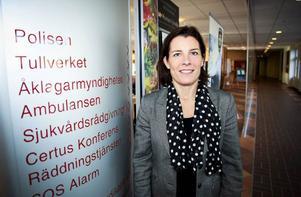 Försvarsminister Karin Enström (M) besökte Trygghetens Hus i Östersund under måndagen för att studera arbetet med krisberedskap.