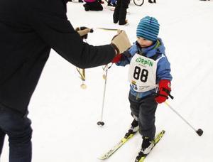 Valter, 3 år, kom i mål efter Lilla Vasaloppet, Korpens största arrangemang jämte Jämthjulingen.