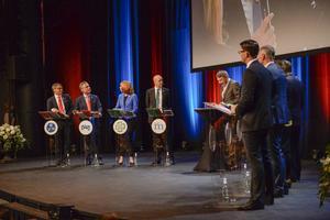 Klockan 20.00 i Sveriges television möts partiledarna i en sista debatt innan valnatten.