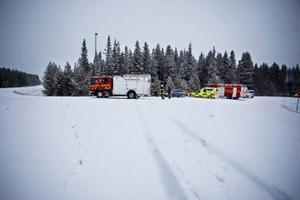 När mannen skulle köra av gamla E 14, Trondheimsvägen, mot Lugnvik så förlorade bildäcken väggreppet totalt. Bilen styrde rakt fram och landade efter ett hopp mitt i skogen.