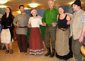 Glesingan – ett gäng med den rätta känslan för bygdekultur – dansar och sjunger i