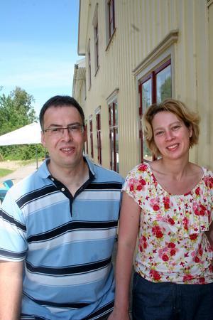Petra och Markoen Raming förbättrar så mycket de hinner och orkar. Nästa sommar ska en iordningställd uteservering stå klar.