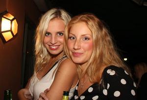Blue Moon Bar. Sanne och Isabella