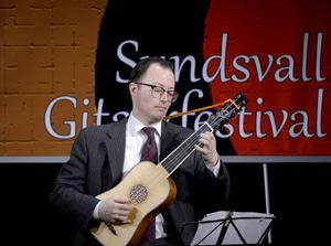 Förutom att vara en bra gitarrist så visade sig Mårten Falk dessutom vara en bra, humoristisk pedagog enligt ST:s recensent.