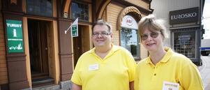 Redan första dagen besökte nio personer turistinformatörerna Åsa Norrgärde och Henrik Berglund.