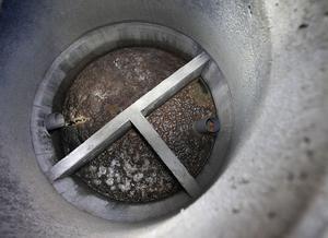 Så här ska en trekammarbrunn se ut. T-röret på plats, kamrarna synliga och fri lejd för både inlopp och utlopp. Foto: Josefine Engström/arkiv