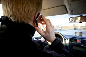 Många använder sina mobiltelefoner för mycket enligt Roger Thörn, föreståndare på behandlingshemmet Kolmården.