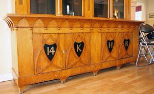 14:e Kungliga Hälsinge Regemente. Bokskåp från Mohedtiden som tillverkades som mästarprov 1839.