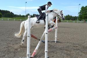 Patricia Nyman hoppas kunna leva som innan sjukdomen. Här vann hon och Dante en intern hästtävling på Sorf 2013, sommaren innan hon blev sjuk.