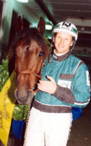 Åke Svanstedt med sin största stjärna, Zoogin, efter segern i Kriteriet 1993.