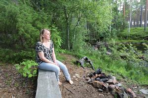 Petrea Karlsson går gärna ner till ån för att skingra sina tankar en stund.