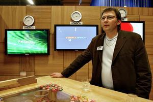 """""""Nu rullar miljarder till vindkraftssatsningar på och i stort sett inget tillfaller Hofors kommuninnevånare"""", säger Hoforsföretagaren Kjell Johansson."""