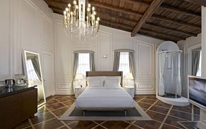 Bildtext 13: Räkna med att få betala runt 2 000 kronor natten för ett sådant här fint dubbelrum på The House Hotel Galatasaray.   Foto: Ali Bekman