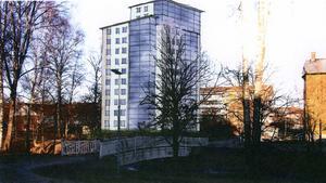 PLANER. Sandvikenhus planerar att bygga ett höghus med tolv våningar intill kanalen vid Köpmangatan, under förutsättning att byggrätten ändras och det finns intresse från hyresgäster att bo där. I så fall kan huset vara aktuellt för åren 2013-2014.