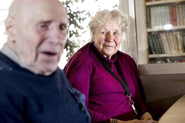 matglada. På äldreboenden är undernäring ett vanligt problem. Folke Andersson och Naime Eriksson bor på Oxbackens servicehus och tänker inte så mycket på sånt.Foto: Kenneth Hudd